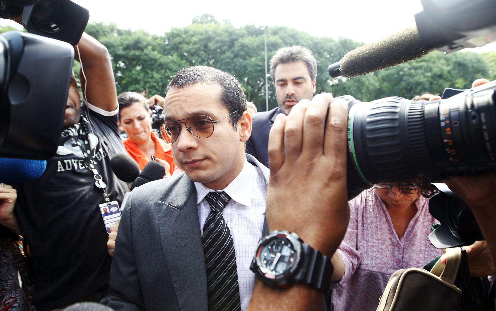 19/2/2013 - Gil Rugai chega ao Fórum Criminal da Barra Funda, na zona oeste de São Paulo, nesta terça-feira para o segundo dia de seu julgamento.