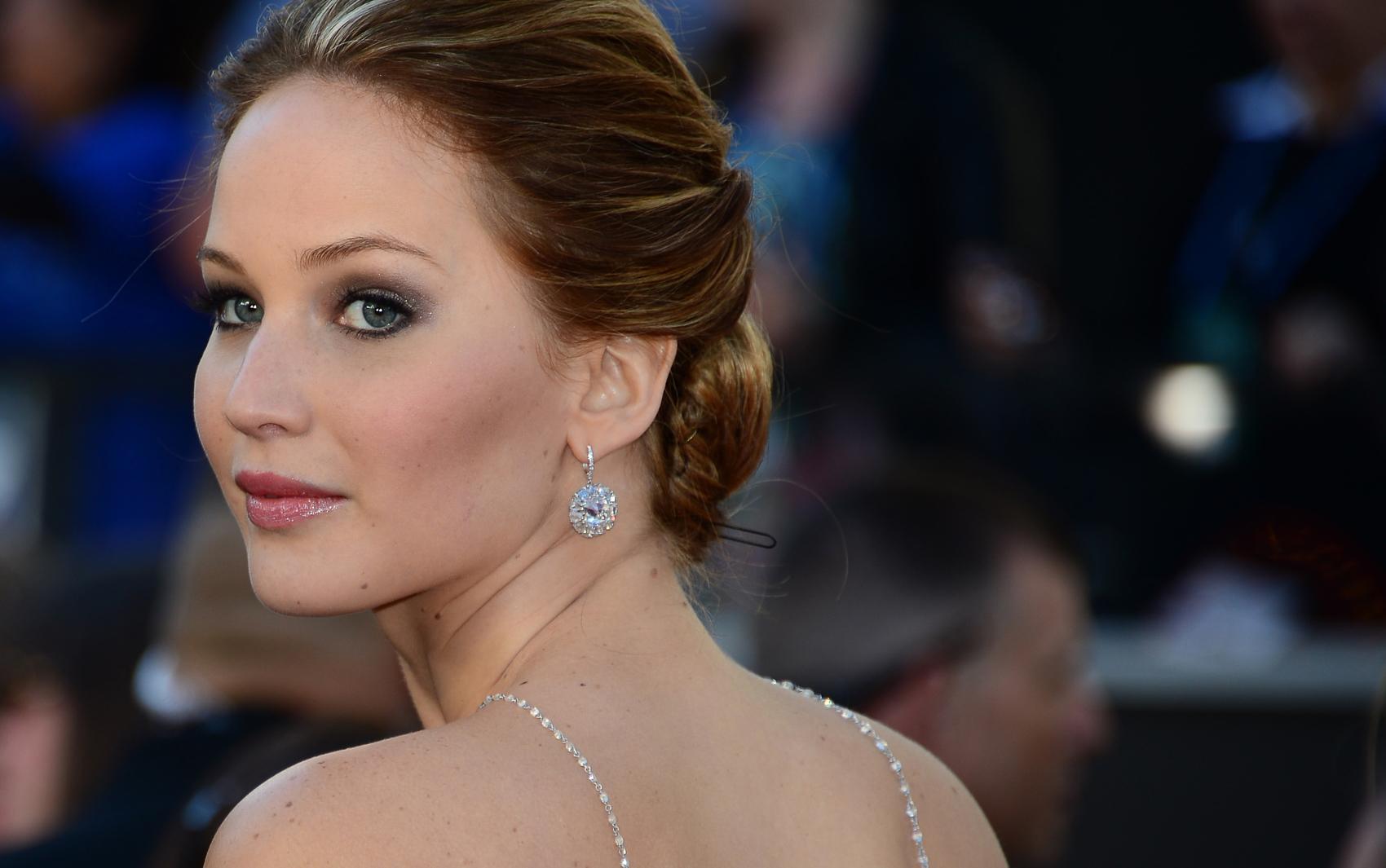 Jennifer Lawrence, indicada ao Oscar de melhor atriz por 'O lado bom da vida', passa pelo tapete vermelho