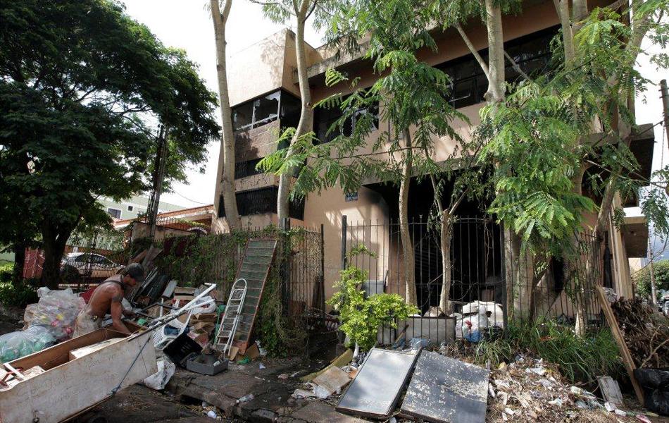 Artesanato Nordeste Brasileiro ~ Casa abandonada vira depósito de lixo e pega fogo em Ribeir u00e3o Preto, SP fotos em Ribeir u00e3o e