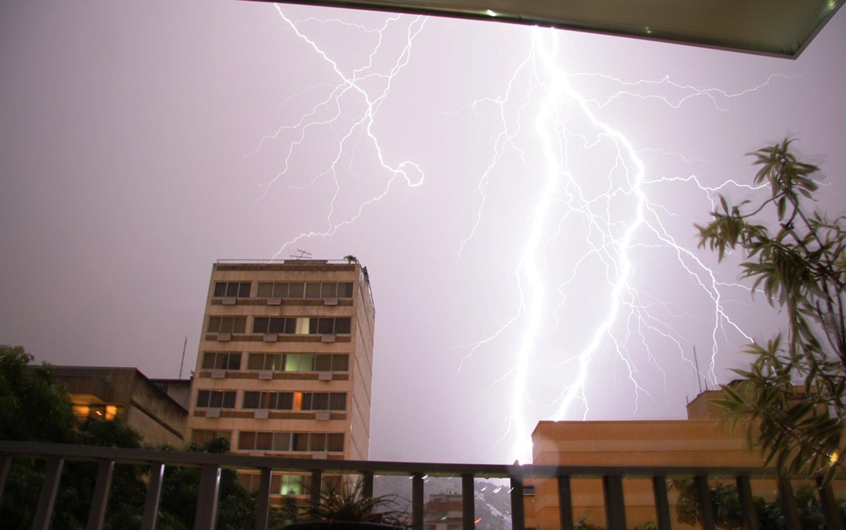 Raios na Tijuca durante o temporal