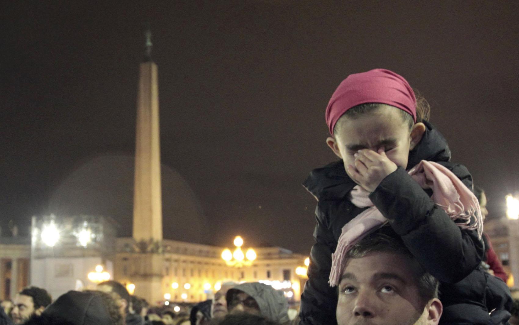 13 de março - Garota se emociona com a escolha do novo Papa