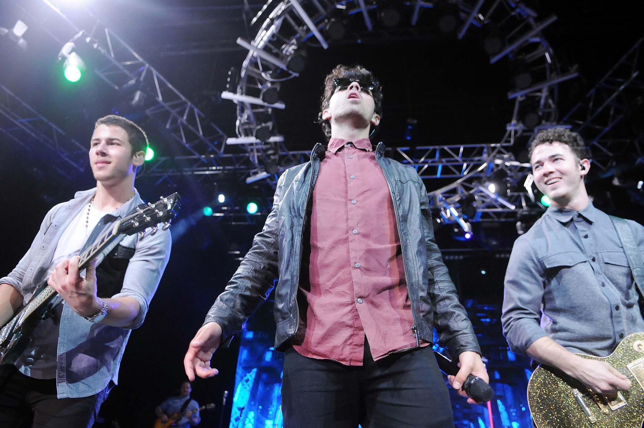 Os Jonas Brothers se apresentaram na noite desta terça-feira (12), no Citibank Hall, no Rio de Janeiro: cerca de cinco mil pessoas acompanharam o show