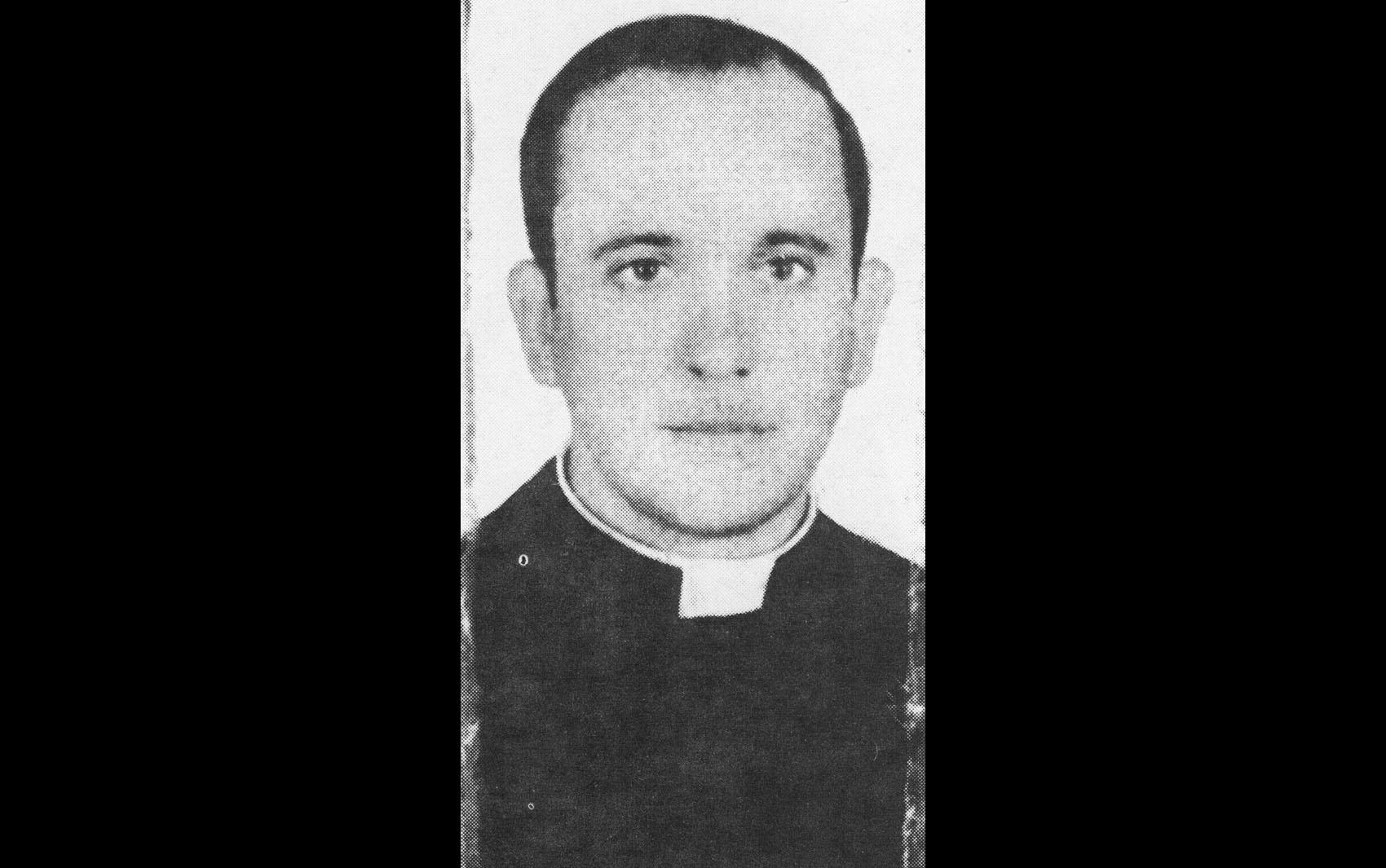 O então padre Bergoglio em foto de 1973