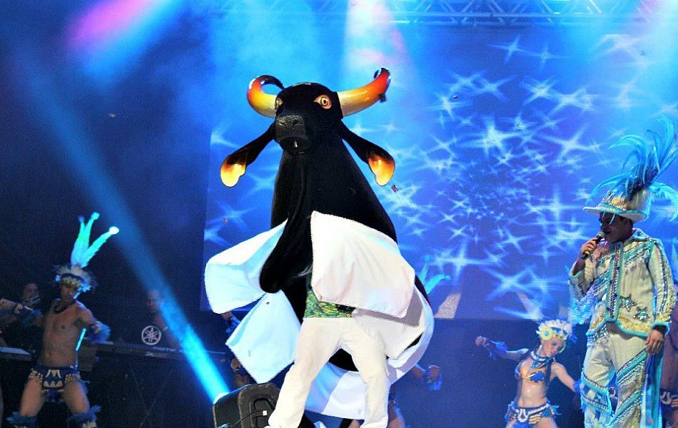 Boi-bumbá Caprichoso foi a atração do primeiro Vamos Brincar de Boi de 2013
