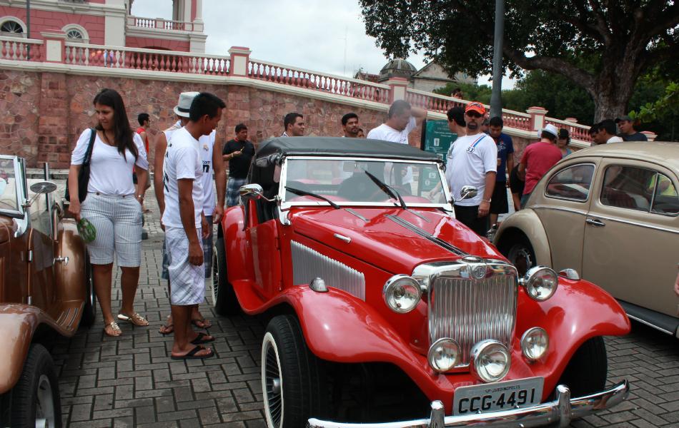 Exposição atraiu público ao Largo de São Sebastião