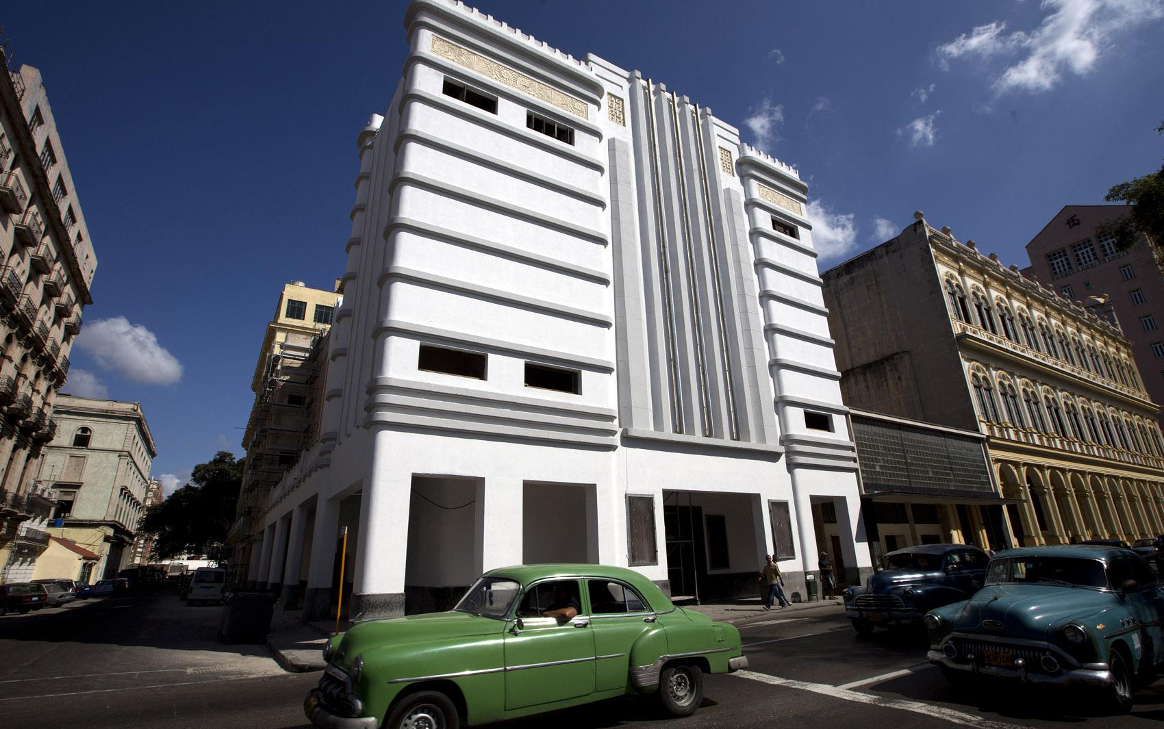 O Cine Teatro Fausto, de 1938, é um dos muitos edifícios de Havana construídos no estilo Art Déco