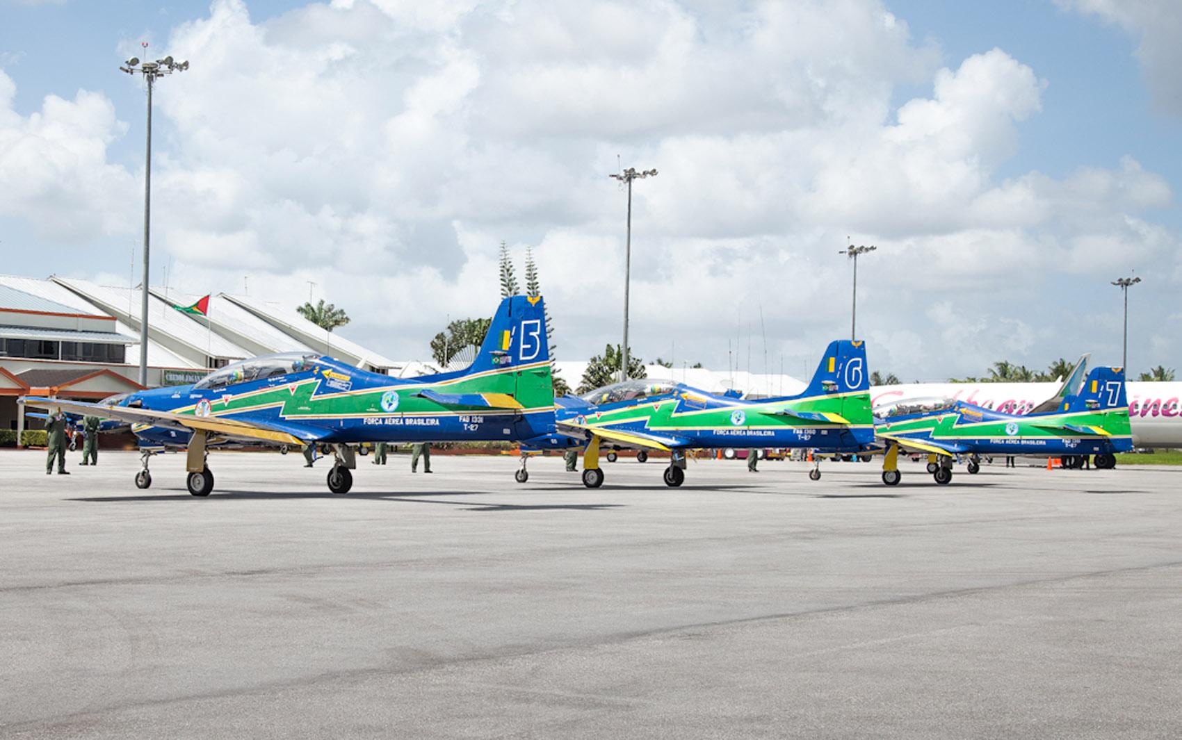 A Esquadrilha da Fumaça faz nesta semana as últimas apresentações usando a aeronave T-27 Tucano.