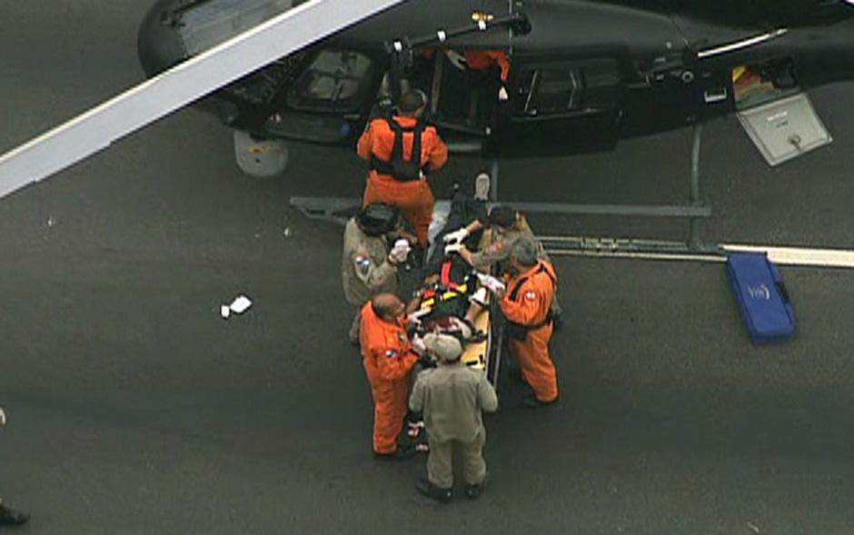 Feridos foram levados de helicóptero durante o resgate.