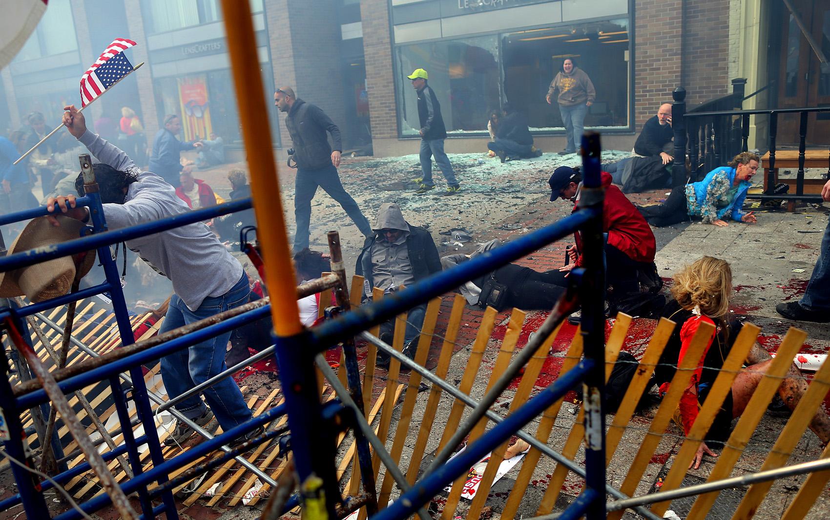 Fotografia feita momentos depois no local de explosão em Boston.