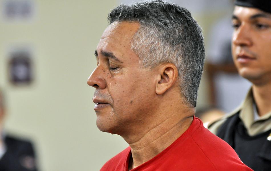 27/04/2013 - Marcos Aparecido chora na leitura da sentença da juíza Marixa Fabiane
