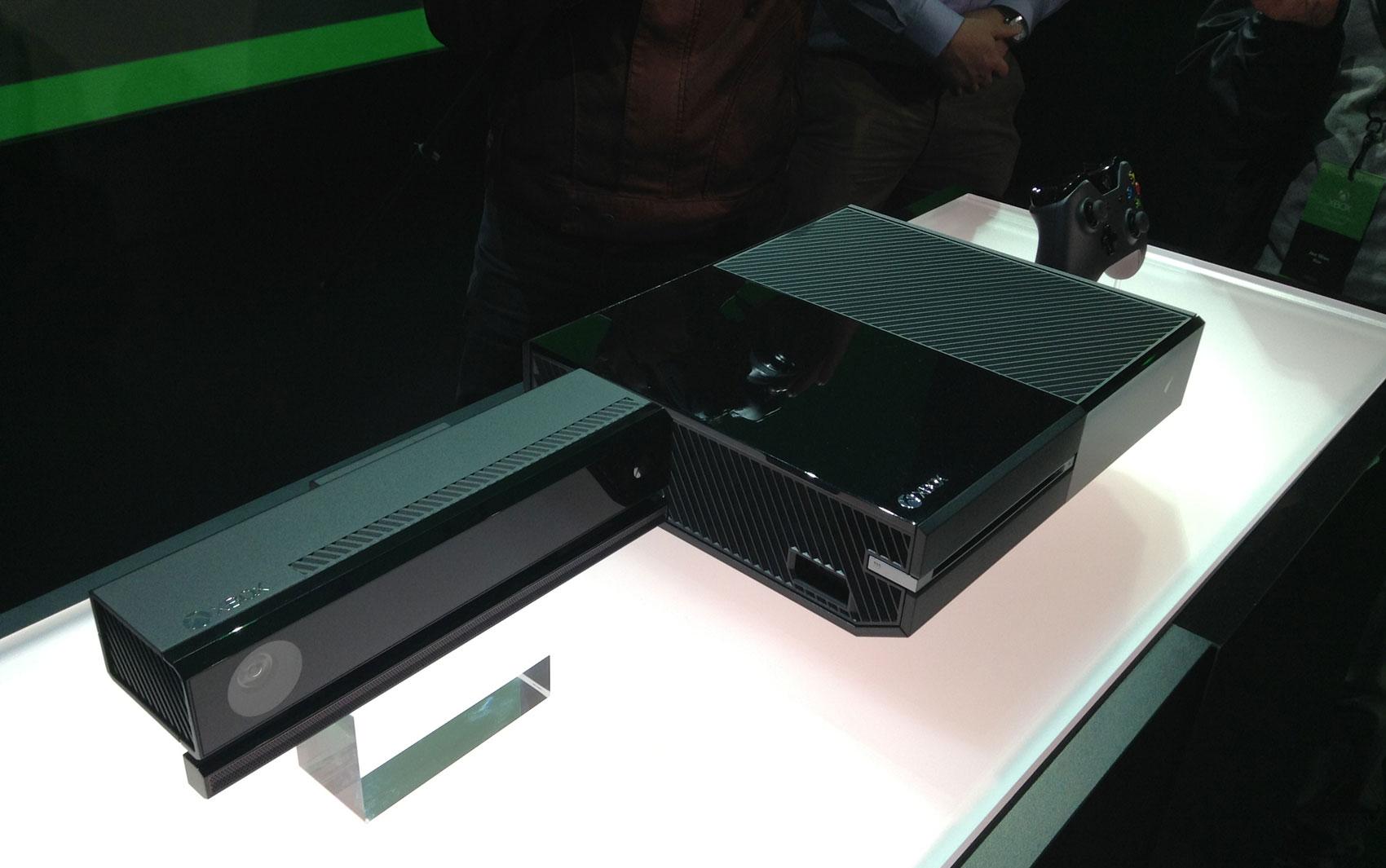 Kinect, Xbox One, o novo videogame da Microsoft, e novo controle, apresentados pela empresa nesta terça-feira (21)