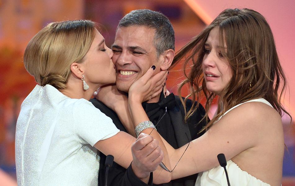 Atrizes Adele Exarchopoulos, Lea Seydoux e director Abdellatif Kechiche, vencedores da Palma de Ouro por 'La vie d'Adele'
