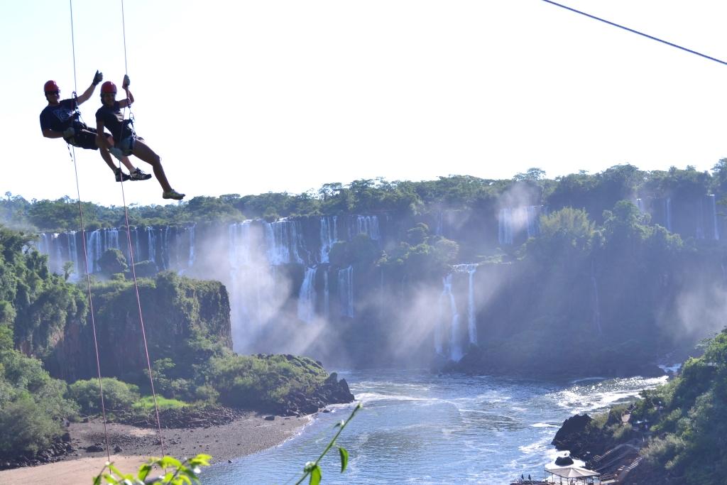 Marcio Mattioni e Sammy Petri durante rapel em Foz do Iguaçu