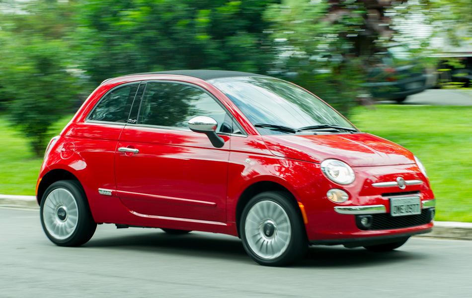 Fechado, Fiat 500C nem parece um conversível.