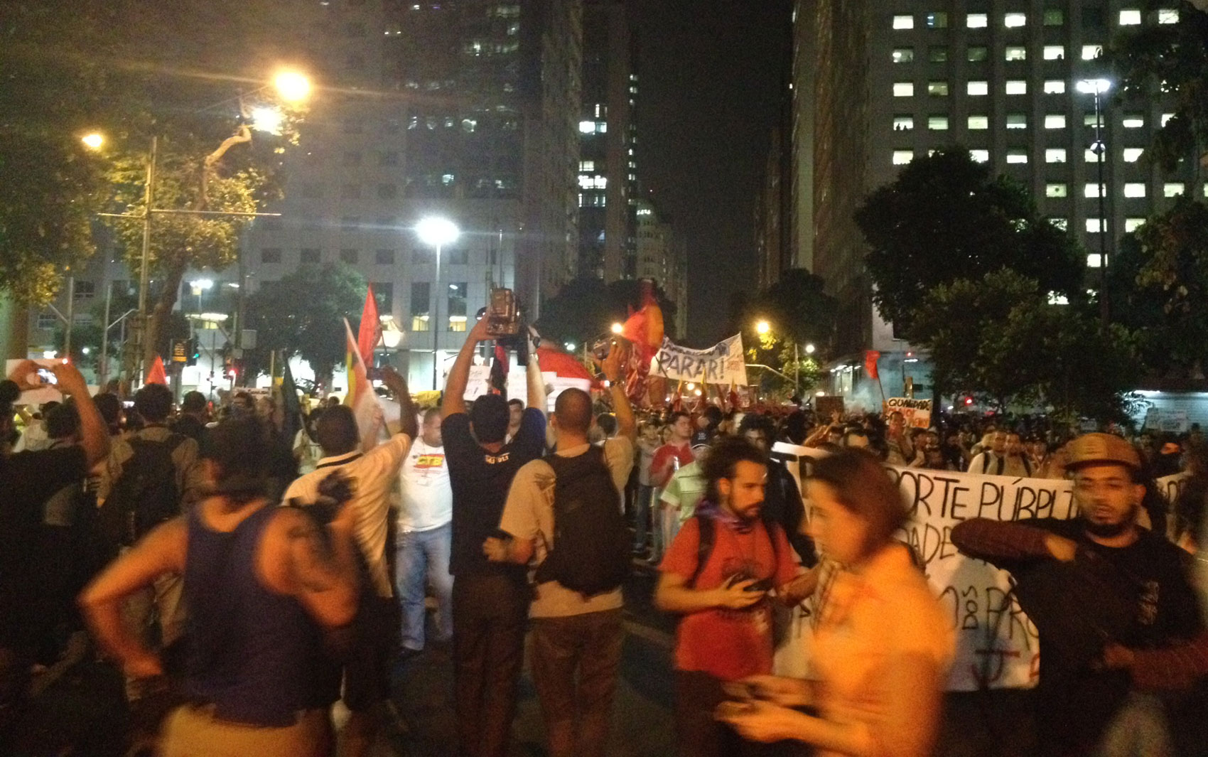 Protesto interditou a Avenida Rio Branco