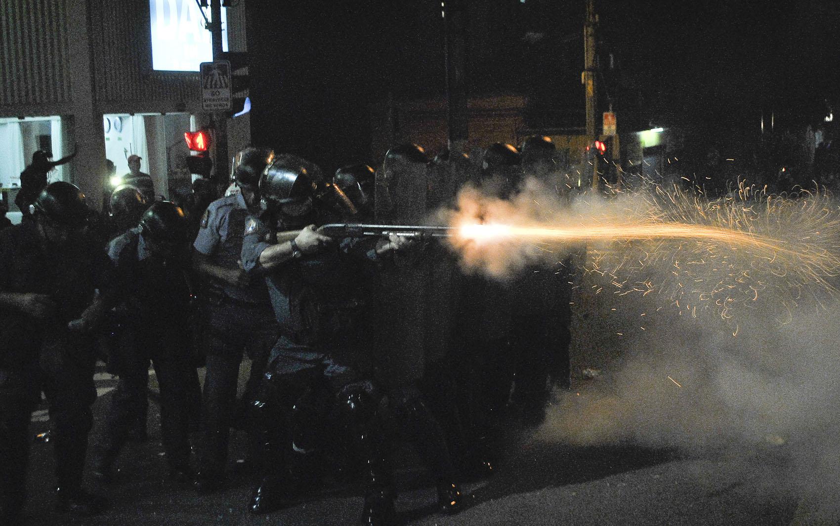 Confronto entre policiais e manifestantes na Rua da Consolação, no centro de São Paulo.