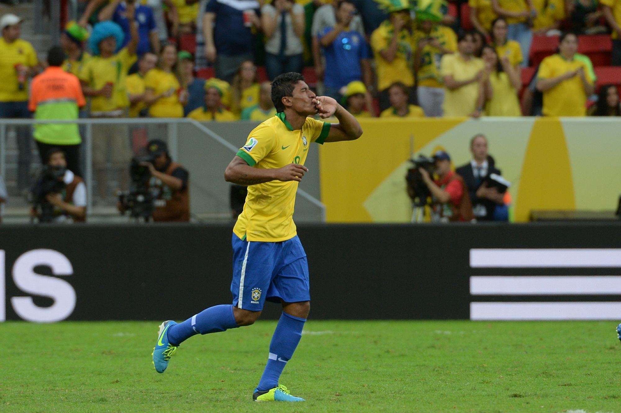 Paulinho faz  segundo gol do Brasil contra o Japão no jogo de estreia da Copa das Confederações