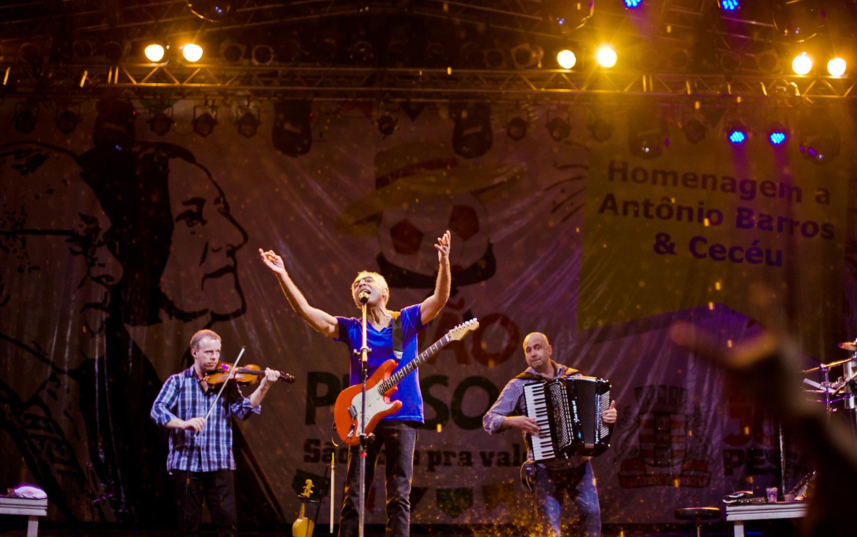 Gilberto Gil emocionou o público na primeira noite do 'São João Pra Valer' no Ponto de Cem Reís