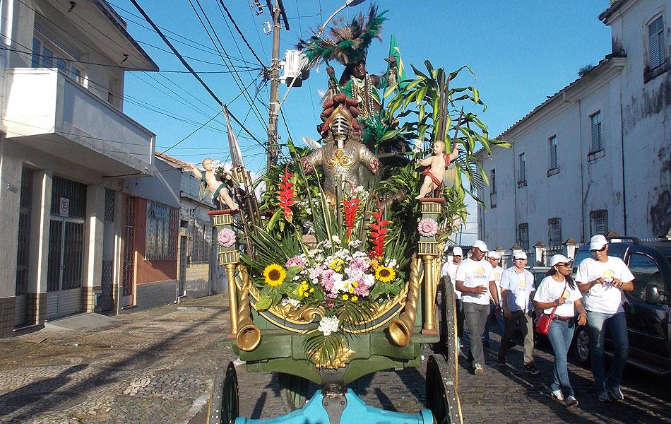Caboclo, um dos símbolos da Independência, na saída do cortejo do 2 de julho, em Salvador