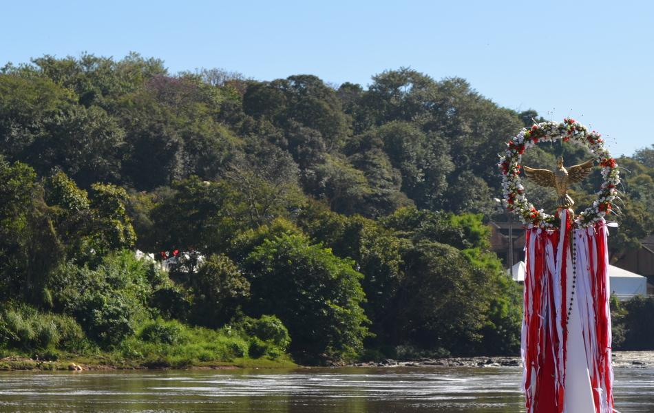 Tradicional derrubada dos barcos na festa do Divino Espírito Santo em Piracicaba