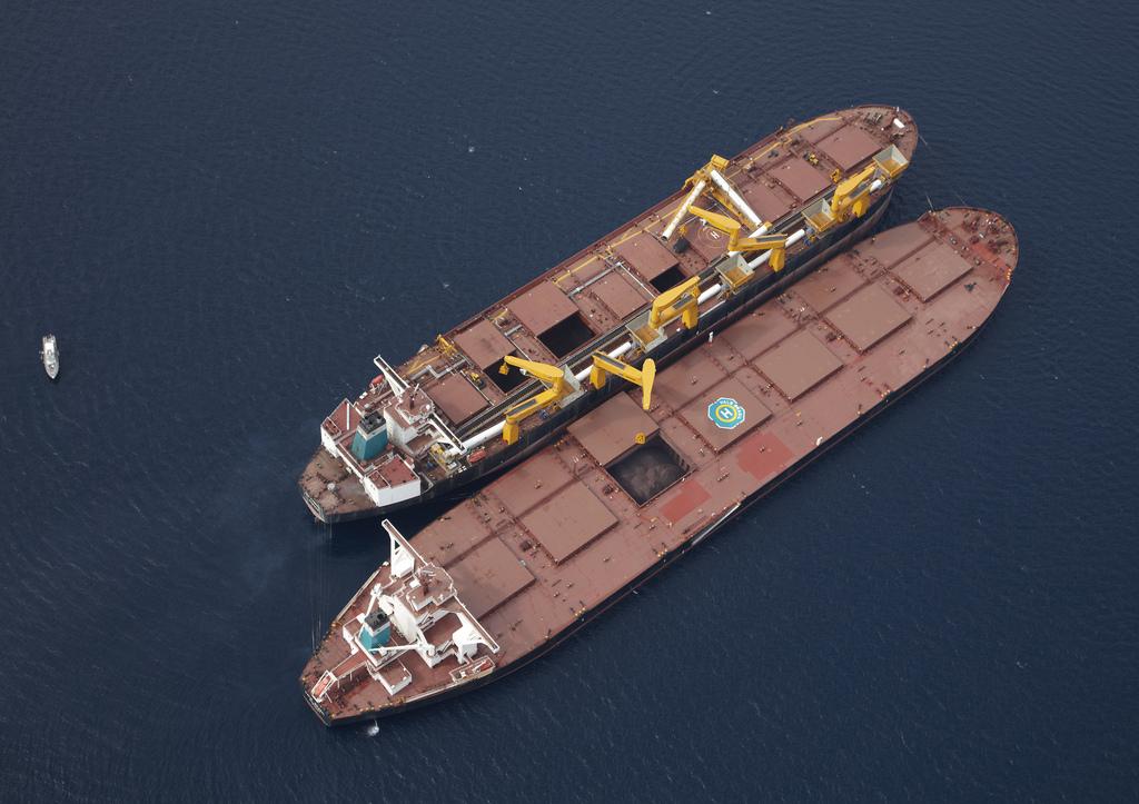 A estação viabiliza o transbordo total ou parcial dos navios Valemax para navios menores. Subic Bay (Filipinas), 13/02/2012