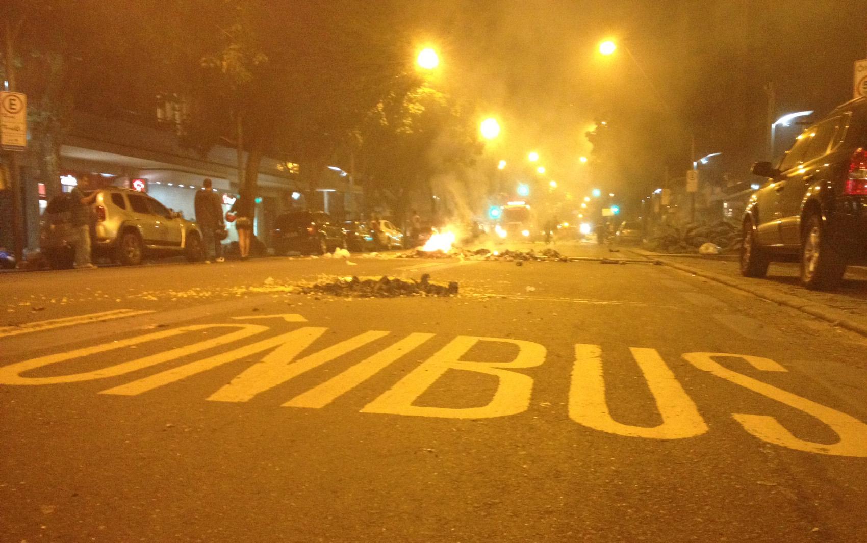 """""""Não são só 20 centavos"""", gritavam manifestantes antes do confronto."""