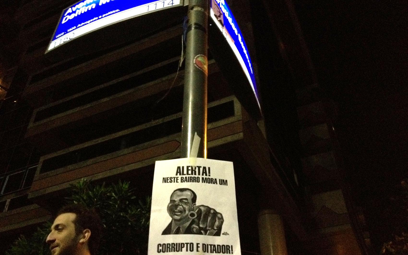 Cartazes fazem ironia com o governador do Rio, Sérgio Cabral