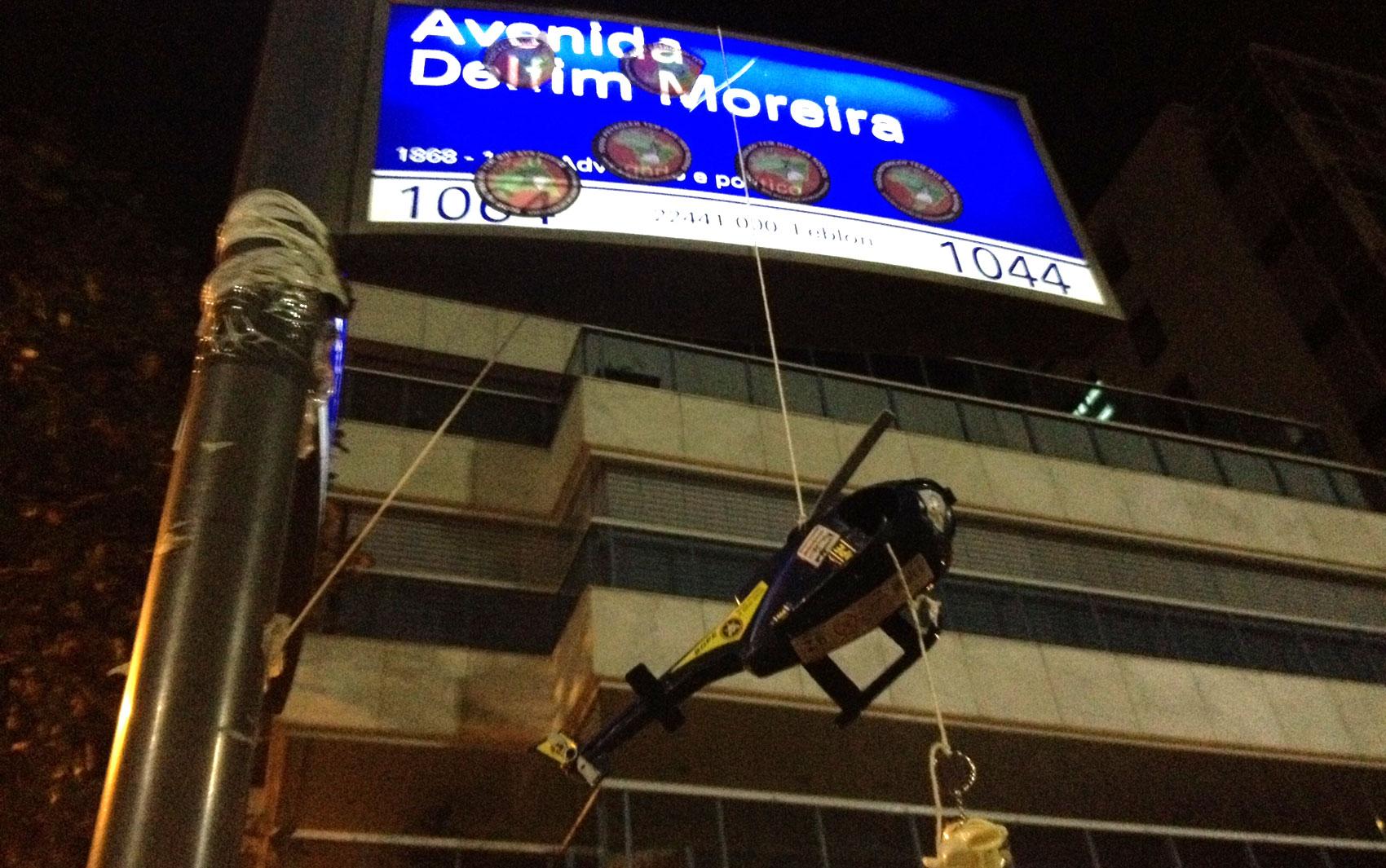 Helicóptero de brinquedo faz menção ao helicóptero oficial usado pelo governador do Rio