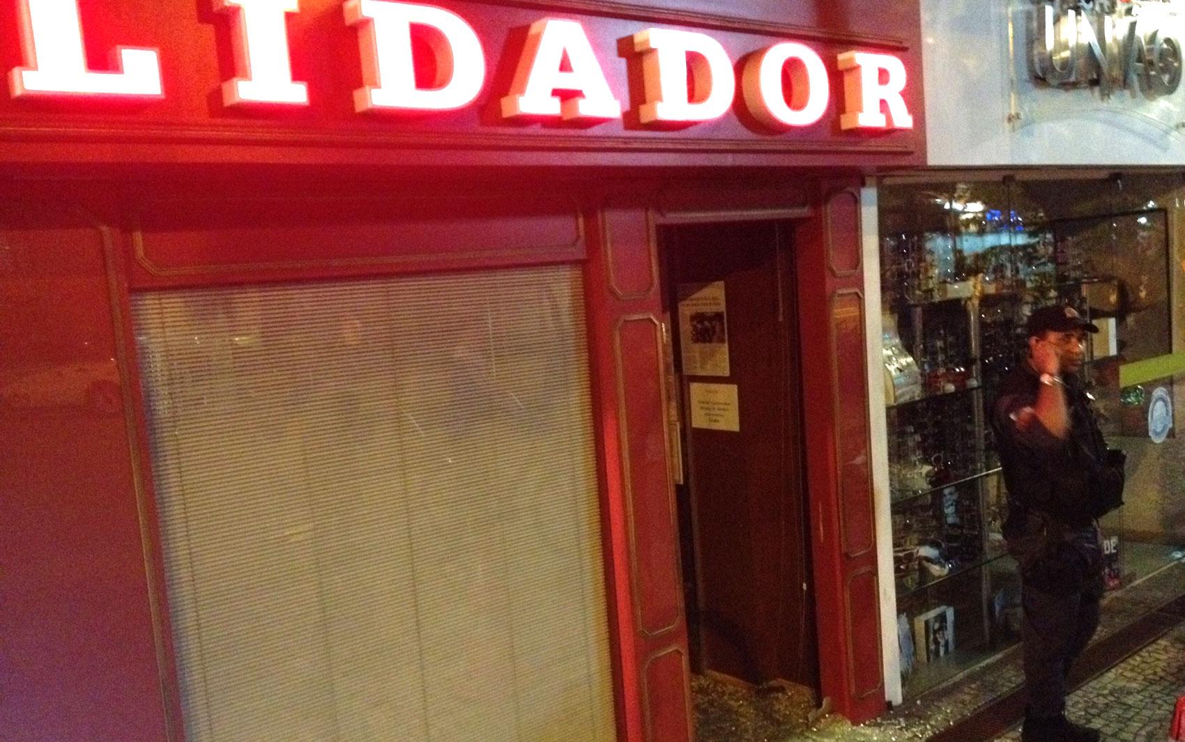 Loja de bebidas importadas é destruída na Ataufo de Paiva
