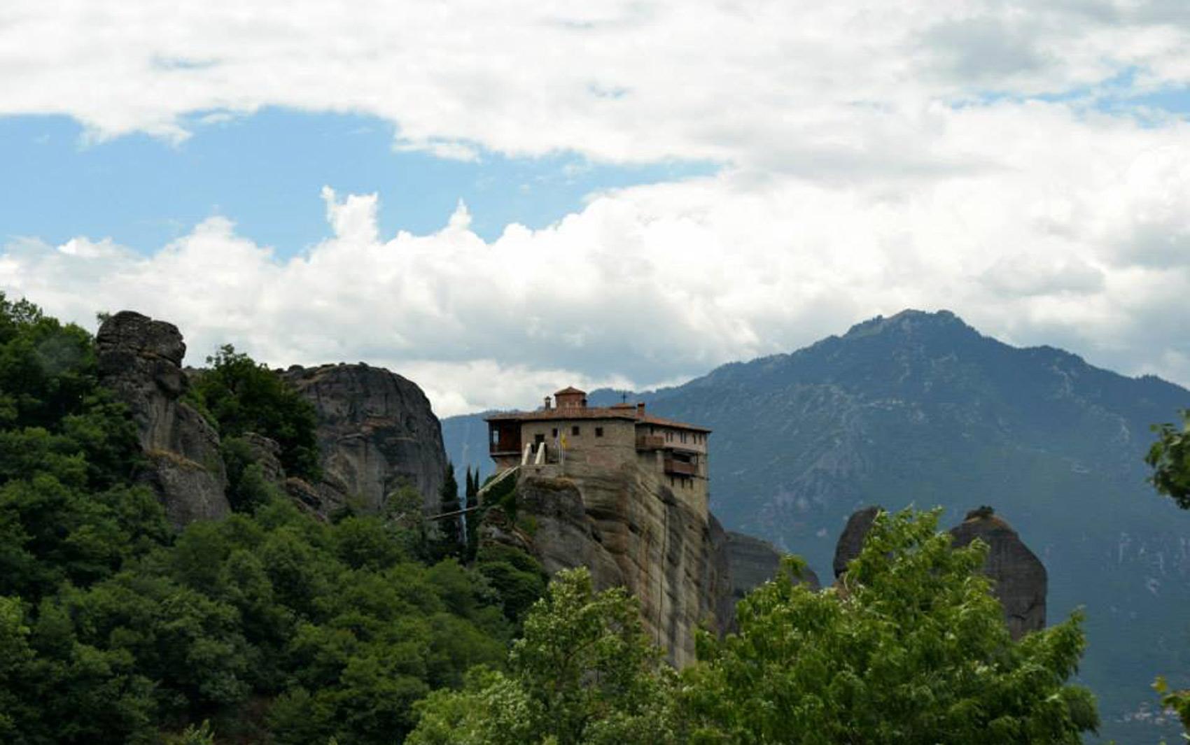 Os monastérios de Metéora ficam em pilares de rocha com mais de 300 metros de altura