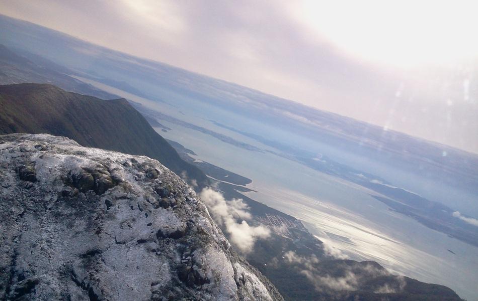Neve é registrada na montanha do Maciço do Cambirela