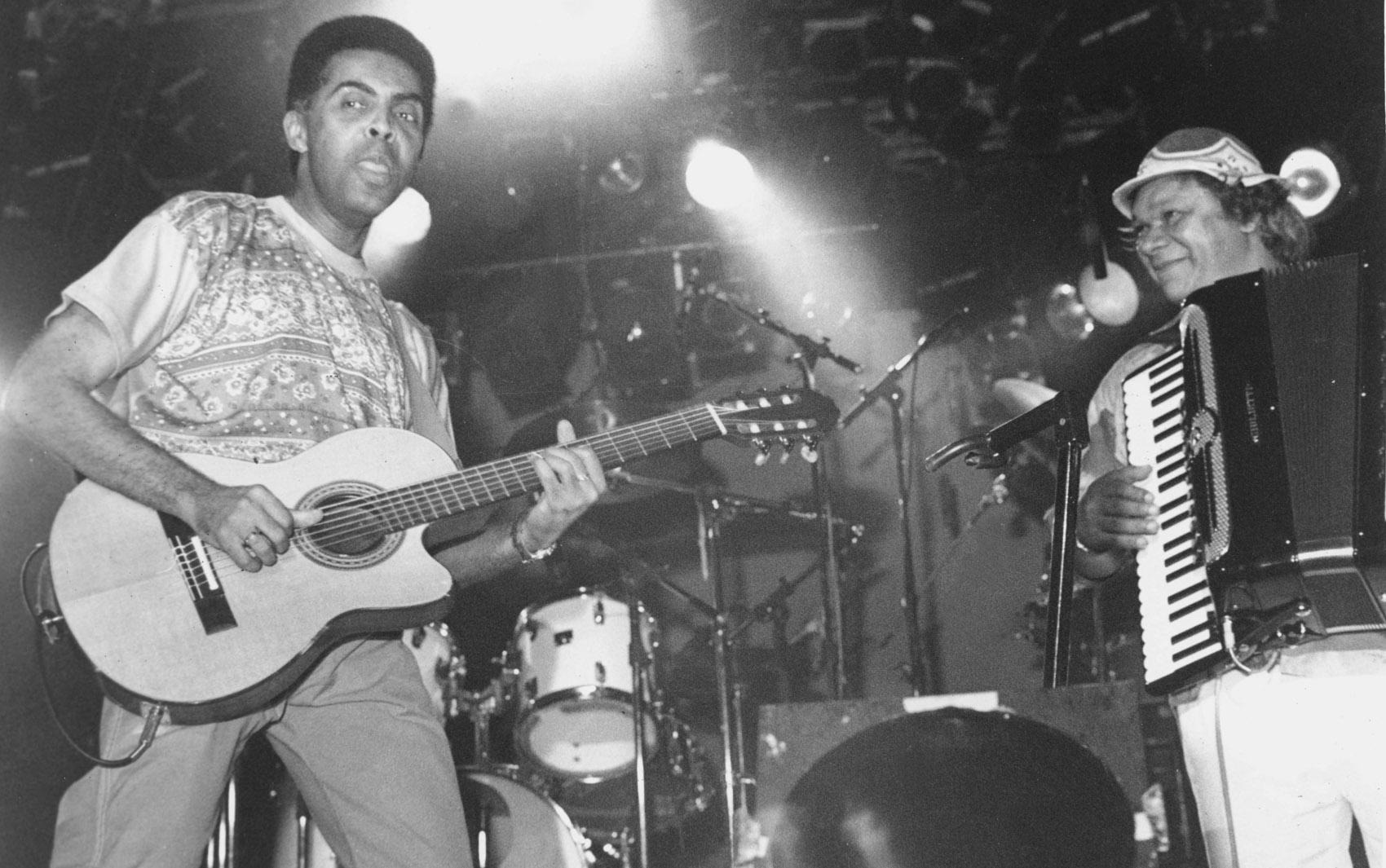 Dominguinhos e Gilberto Gil em show no Canecão, Rio de Janeiro em 1989