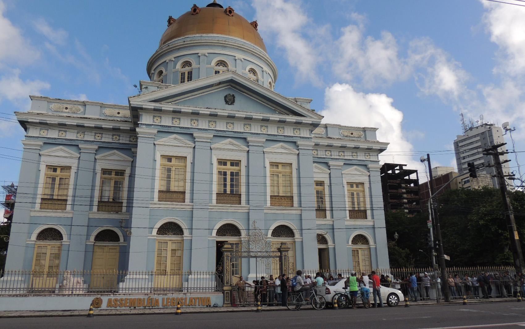 Velório de Dominguinhos está acontecendo na sede da Assembleia Legislativa, no centro do Recife