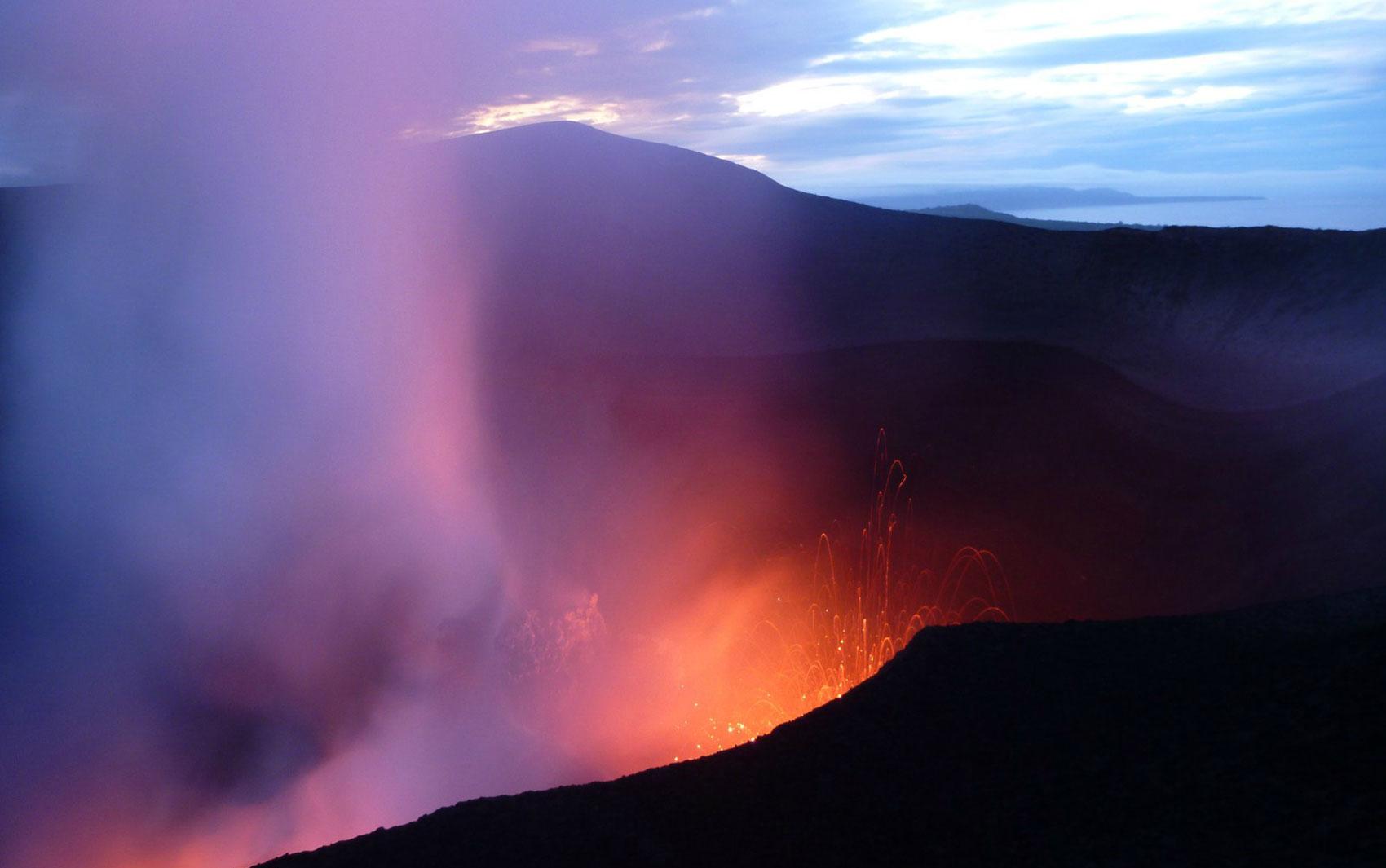 Vulcões, ativos ou não, são pontos turísticos em vários lugares do mundo. O site de viagens Tripadvisor fez uma lista com os 10 vulcões mais bem avaliados pelos usuários. O Monte Yasur, em Tanna Island, ficou em 1° lugar