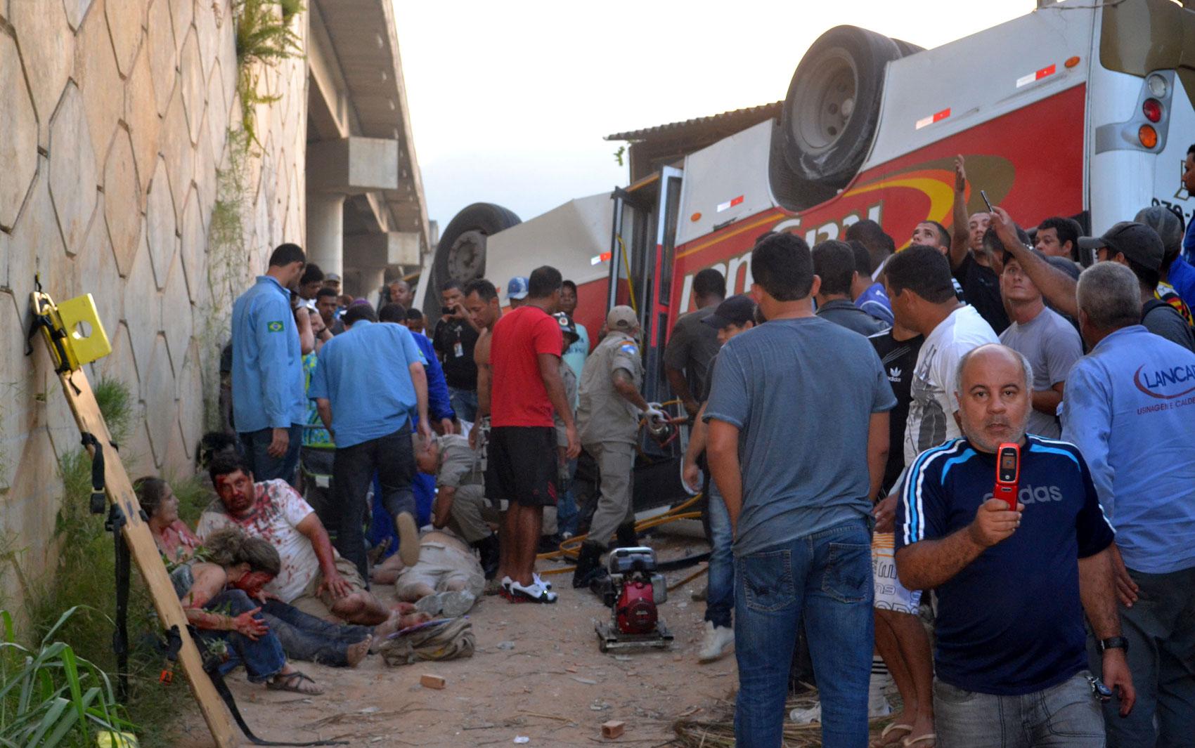 Queda de ônibus fez seis vítimas fatais em Itaguaí, no RJ