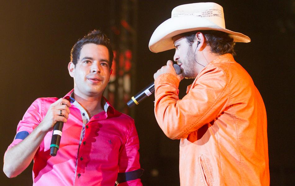 Julio Cesar e Eduardo abriram segunda noite de shows em Barretos