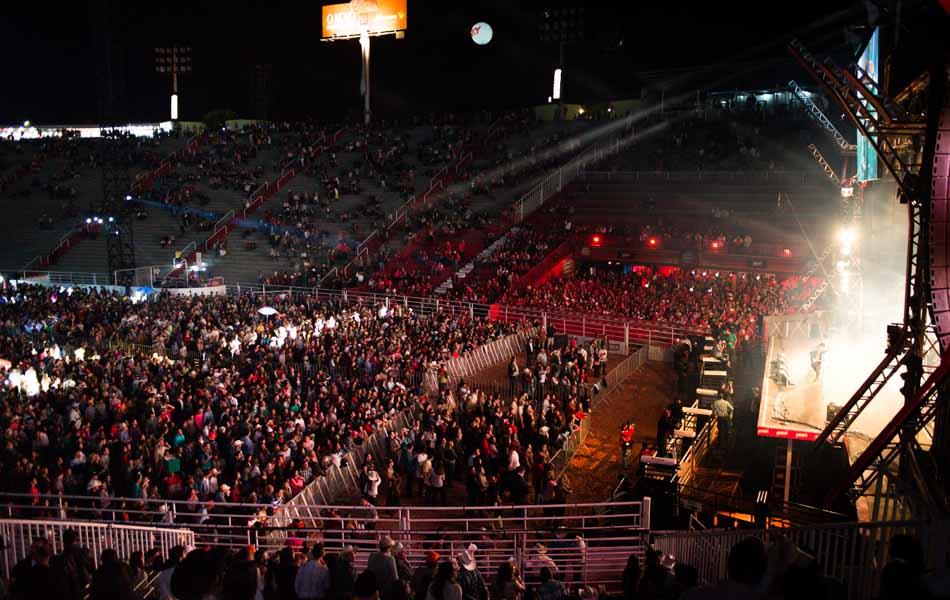 Diferente das noites anteriores, arena não ficou lotada durante os shows de domingo (18)