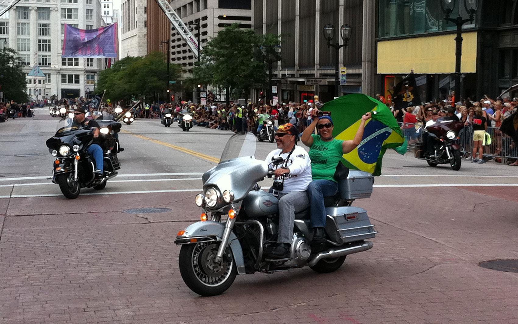 Brasileiros participam das comemorações dos 110 anos da Harley-Davidson, que aconteceu na cidade de Milwaukee
