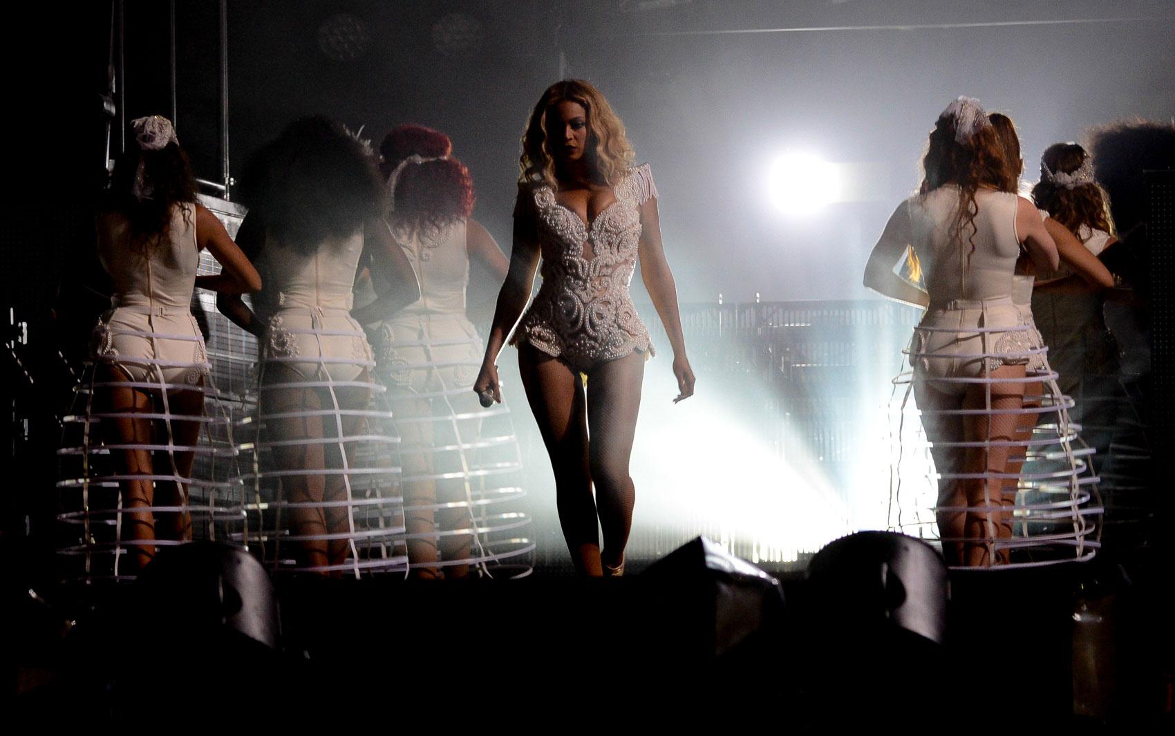Beyoncé entra no palco no Rock in Rio 2013