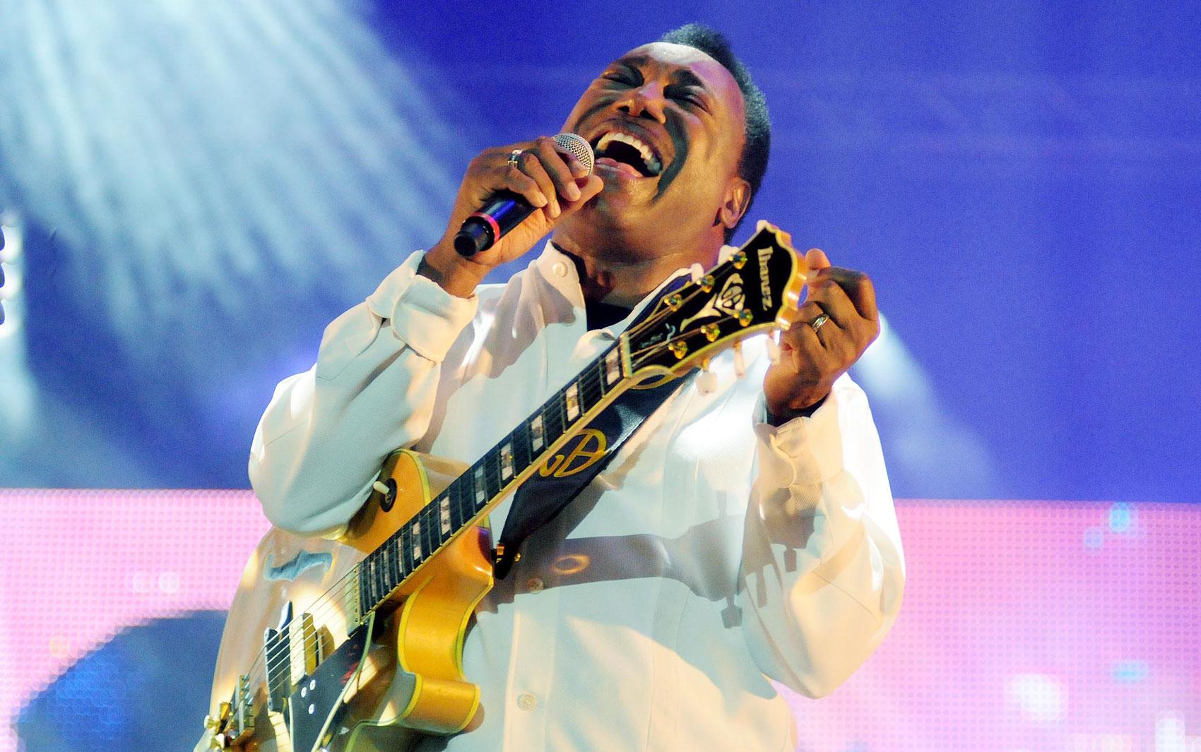 O guitarrista George Benson durante show no Palco Sunset