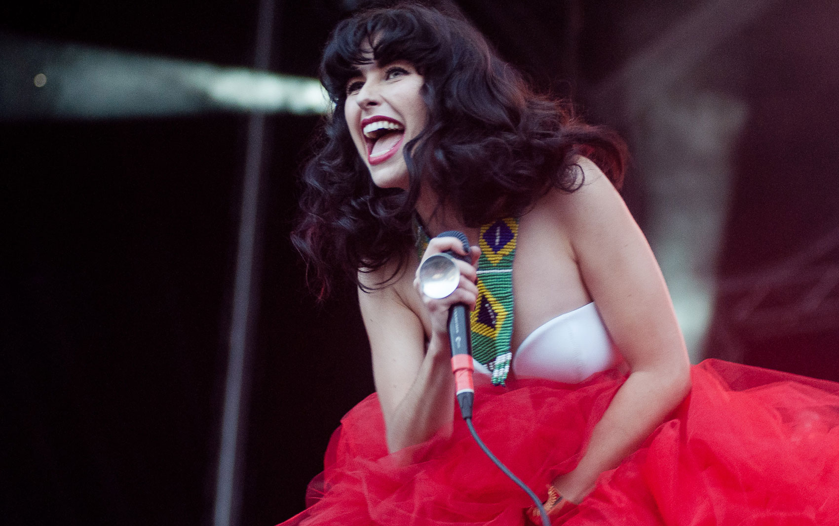 A cantora Kimbra anima o público no Rock in Rio neste domingo (15)