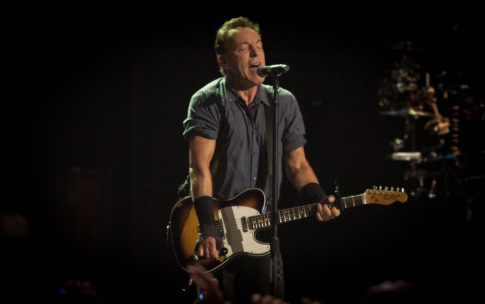 Bruce Springsteen toca no Espaço das Américas, em São Paulo, na noite desta quarta-feira (18)