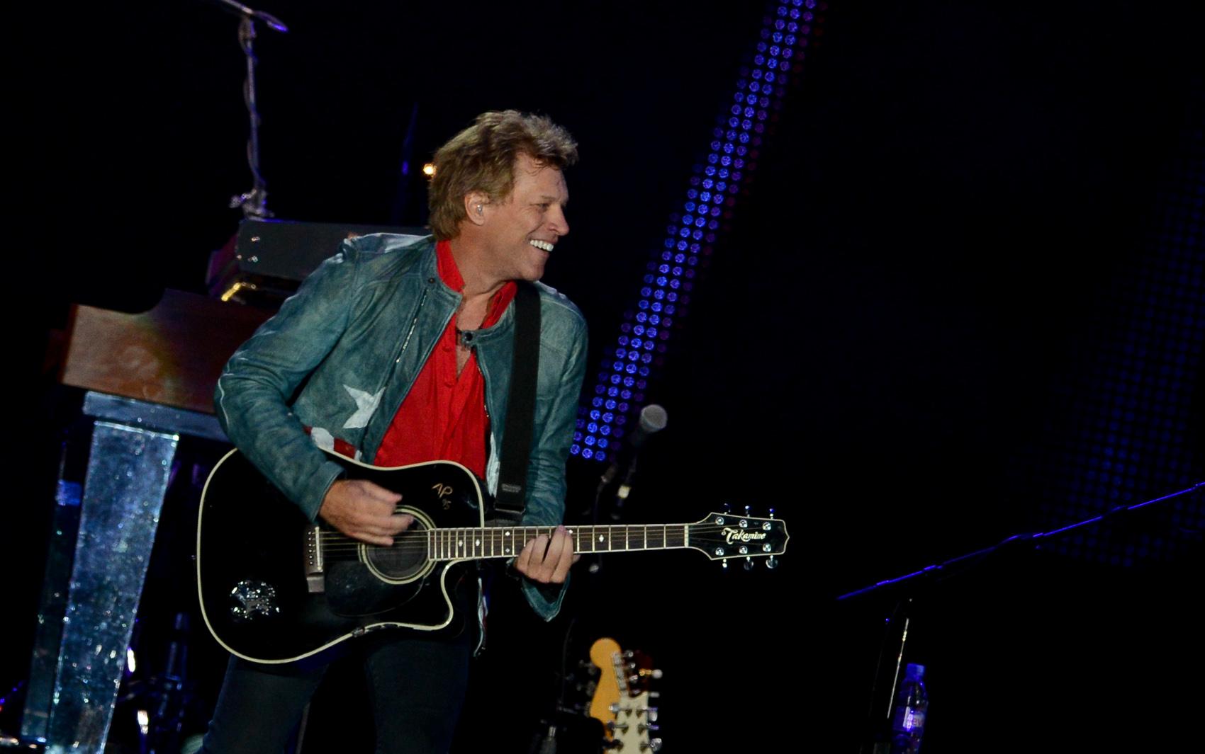 Em 30 anos de estrada, o Bon Jovi estreou no Brasil em 1990, no Hollywood Rock. Depois, veio também em 1993, 1995 e 2010. Em 1997, Jon veio sozinho.