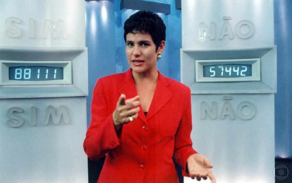 Renata Ceribelli apresenta o programa 'Você Decide'