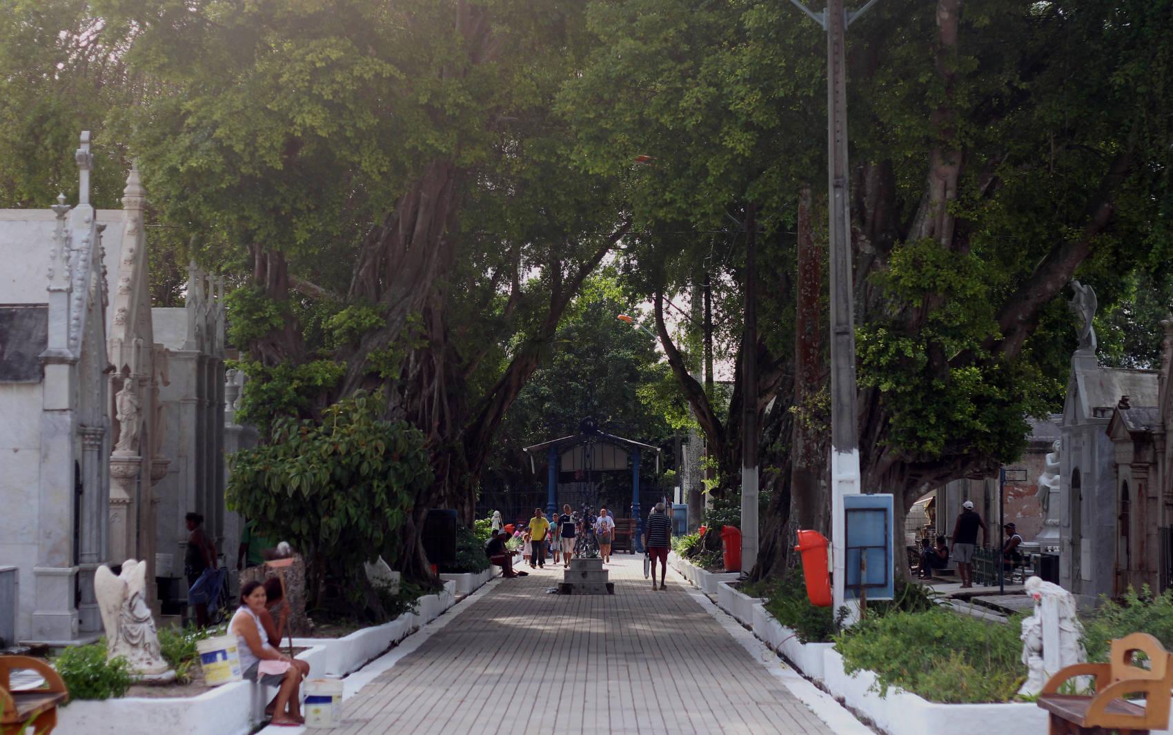 O cemitério de Santa Izabel, onde Josephina está enterrada, é um dos maiores de Belém