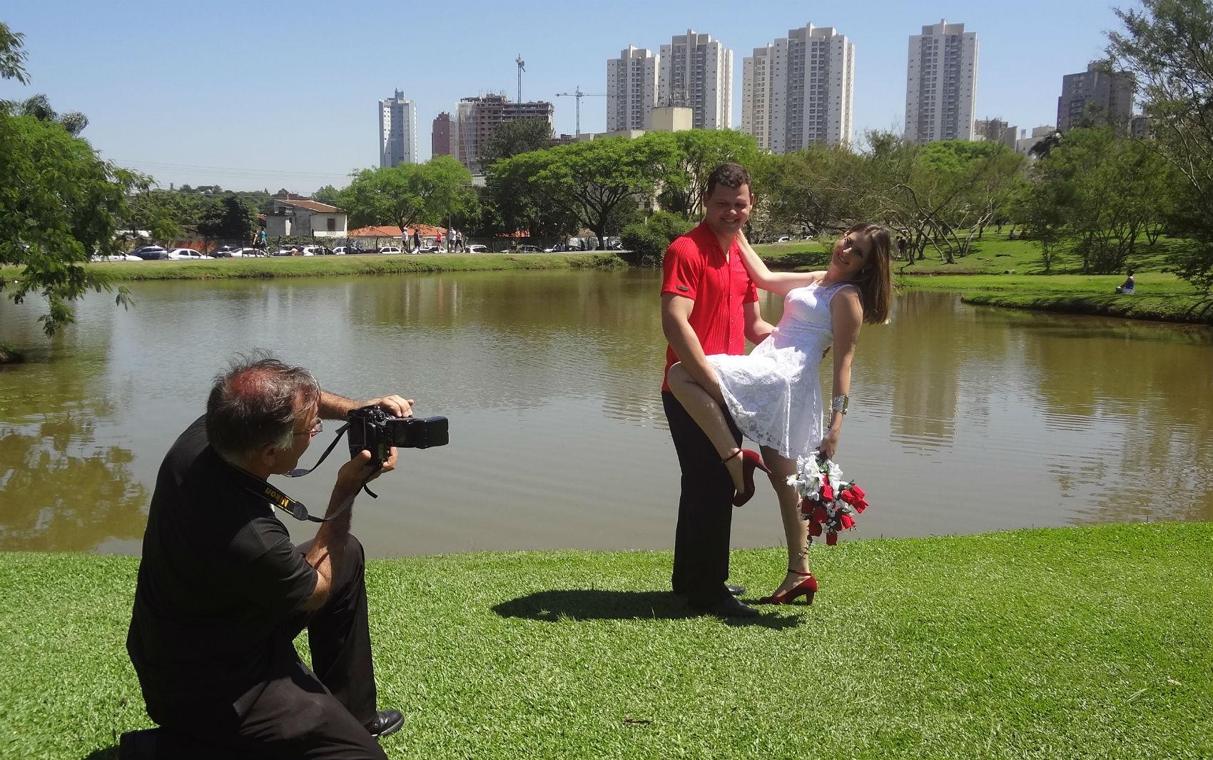 """casar no jardim botanico : casar no jardim botanico:Noivos posaram para fotos no Jardim Botânico. """"Vamos casar em breve"""