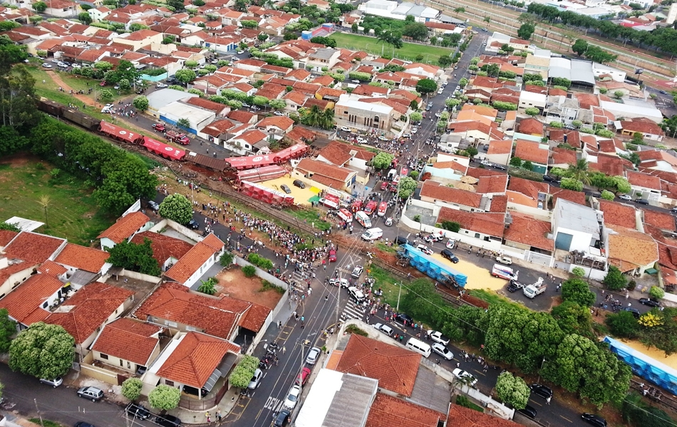 Foto aérea mostra dimensão do acidente