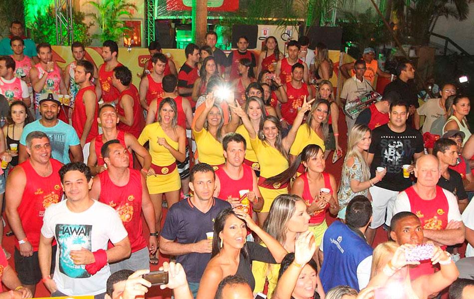 Carnatal reúne milhares de pessoas no Parque de Exposições Aristófanes Fernandes, em Parnamirim