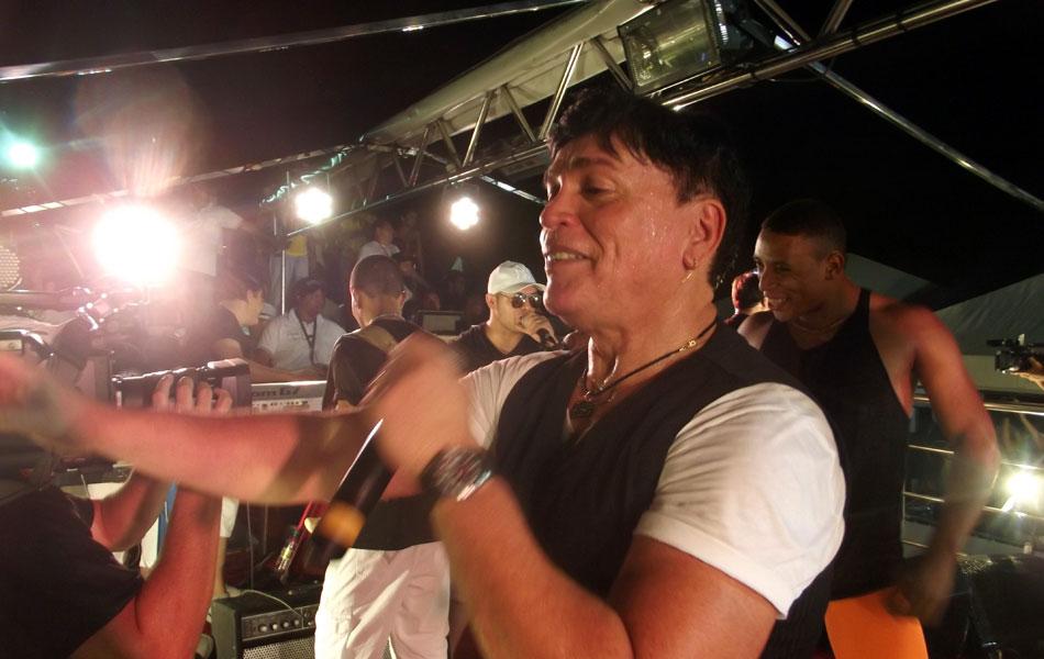 Kaká Grafith comandou o bloco Grafithão na primeira noite do Carnatal