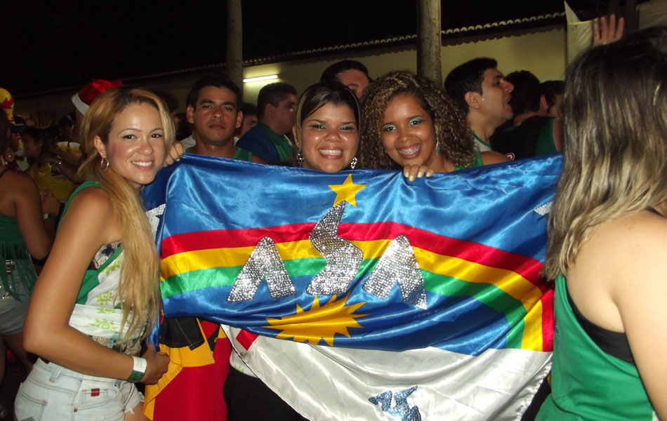 Turistas pernambucanas acompanharam a apresentação da banda Asa de Águia